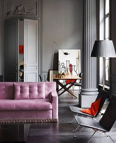 A room after my own heart. The combination of classical Romanesque architectural details combined with contemporary furnishings and splashes of color. Che Italiano!  #interiordesign #interiors #homedecor #architecture #style #instastyle #cool #instacool #decor #design #interiorporn #interiordecoration #decoration #purple #furniture #italian #italiano