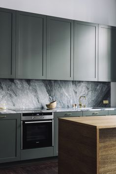 | CUISINE | Mélange de matières et de couleurs Coloured Kitchen Cabinets, Grey Kitchen Cupboards, Kitchen Pantry, Kitchen Island, Green Cabinets, Kitchen Cabinet Storage, Upper Cabinets, Kitchen Shelves, Kitchen Interior