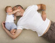 Naissance, présence du père, sentiment paternel - La place du père; role du père accouchement - La question de la présence du papa à l'accouchement, on le voit, n'est pas aussi simple qu'il y paraît. > Oui, la présence du père à la naissance de son enfant est souhaitable...