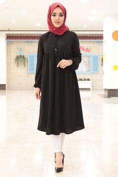 - Robalı Kolları Büzgülü Siyah Tunik 2004-7 Modest Fashion Hijab, Street Hijab Fashion, Muslim Fashion, Fashion Outfits, Muslim Dress, Beautiful Hijab, Hijab Outfit, The Dress, Pretty Outfits