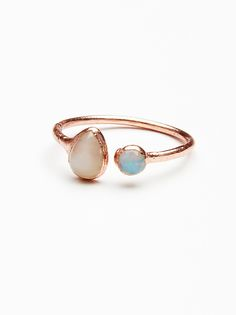 Inner Compass raw stone ring. Peach Moonstone / Opal  .FP