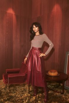Today, Tommy Hilfiger gave us a first look at its Spring 2019 Womenswear Collection, co-designed by actress and global ambassador for the brand, Zendaya. The full collection will be shown on March during Paris Fashion week. Moda Zendaya, Zendaya Style, Zendaya Red Hair, 70s Fashion, Fashion Show, Womens Fashion, Fashion Outfits, Zendaya Outfits, Skirts