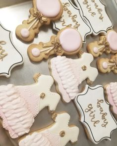 Baby shower cookies  #carinaedolce www.carinaedolce.com www.facebook.com/carinaedolce Cookie Favors, Baby Shower Cookies, Sugar Cookies, Facebook, Party, Desserts, Food, Meal, Deserts