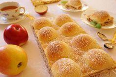 Kopečkový jablečný koláč Hot Dog Buns, Cookie Recipes, Food And Drink, Peach, Cupcakes, Pudding, Sweets, Apple, Bread