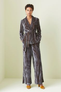 Whistles Fall 2017 Ready-to-Wear Fashion Show Collection: See the complete Whistles Fall 2017 Ready-to-Wear collection. Look 26 Fur Clothing, Night Suit, Velvet Fashion, Fashion Show Collection, Fashion 2017, Autumn Winter Fashion, Fashion Fall, Beautiful Outfits, Ready To Wear