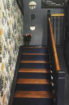Do you want renewal in the passage areas of your interior? Would you like to add a touch of originality to your staircase? Painting may be the solution for a new lease of life! Why not renovate your staircase ? Entryway Stairs, Rustic Stairs, House Stairs, Painted Staircases, Painted Stairs, Staircase Painting, Hallway Colours, Hallway Inspiration, Staircase Makeover