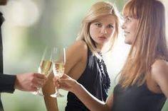 alguien mira a tu amante o a tu hombre con envidia