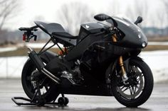 Sheesh, Buell has come a long way from the Blast.  Who knew Americans could actually build proper sportbikes. bahahaha