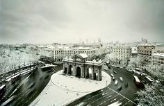 A rare snowfall in Madrid, Spain Places To Travel, Travel Destinations, Places To Visit, Online Travel Sites, Foto Madrid, Real Madrid, Most Beautiful Cities, Amazing Places, Beautiful People