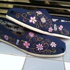 flower painted toms