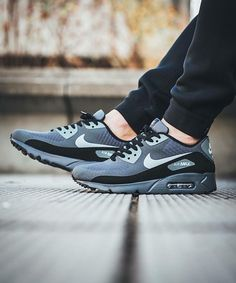 Nike Air Max 90 x Ultra Essential