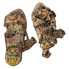 Sandals with Beadwork of Tutankhamun! Nearly a 100 items of footwear were found in the tomb of Tutankhamun. Ancient Egyptian Dress, Ancient Egyptian Jewelry, Egyptian Kings, Egyptian Crafts, Egyptian Food, The Boy King, King Tut Tomb, Egyptian Fashion, Long Pearl Necklaces
