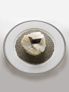 Escalopines de #bar à l'émincé d'#artichaut, nage réduite au #caviar -