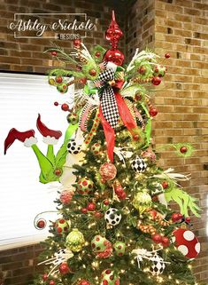 Tree Decor - Grinch Inspired Hand Ornament Happy New Year Diy Christmas Tree Topper, Whimsical Christmas Trees, Grinch Christmas Party, Xmas Tree, Grinch Party, Christmas Holiday, Grinch Christmas Decorations, Christmas Wreaths, Christmas Crafts