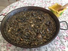 Arroz negro. Spanish Cuisine, Spanish Dishes, Spanish Food, Seafood Recipes, Gourmet Recipes, Mexican Food Recipes, Cooking Recipes, Seafood Meals, Easy Delicious Recipes