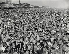 Crowd at Coney Island, 1940. - Weegee Collection - Photography - Amber Online