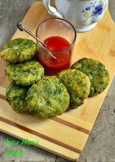 Hara bhara kabab recipe with step by step photos. Sharing a very healthy green kabab or cutlet recipe with the goodness of spinach and green peas. Hara bhara kabab recipe is a popular north indian … Best Vegetable Recipes, Vegetarian Recipes, Healthy Recipes, Potatoes And Peas Recipe, Paniyaram Recipes, Baby Food Recipes, Cooking Recipes, Indian Beef Recipes, Vegan Patties