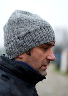Woolly Wormhead - Chunkeanie - free men's beanie hat knitting pattern Finally a manly hat pattern! Mens Beanie Hats, Knit Hat For Men, Hats For Men, Beanies, Men's Beanie, Slouchy Hat, Women Hats, Loom Knitting, Knitting Patterns Free