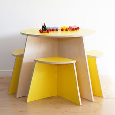 small-design CIRKEL table sunny yellow