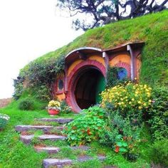 la maison est dans le trou