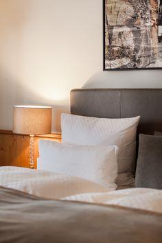 5-Sterne-Hotel-Zimmer. Räume aus Stil und Individualität. Bed Pillows, Pillow Cases, Double Room, Pillows