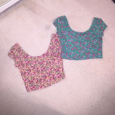 Two adorable floral crop tops!! Two size small floral crop tops. both in great condition! Super adorable!! Looks great with high waisted shorts or jeans! :) Tops Crop Tops