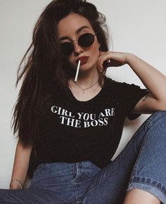 Self Portrait Photography, Photography Poses Women, Teen Girl Poses, Girl Photo Poses, Baby Girl Pictures, Girl Photos, Thug Girl, Stylish Dpz, Grunge Girl