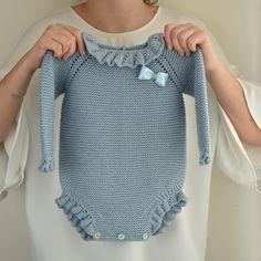 Crochet Baby Bibs, Crochet Girls, Crochet For Kids, Knit Crochet, Knitted Baby Clothes, Knitted Romper, Crochet Clothes, Knitwear Fashion, Knit Fashion