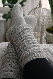 ohhh I'm SO about the slouch socks ; Knitting Socks, Baby Knitting, Knit Socks, Knitting Needles, Knitted Slippers, Knitted Hats, Cool Socks, Awesome Socks, Leg Warmers