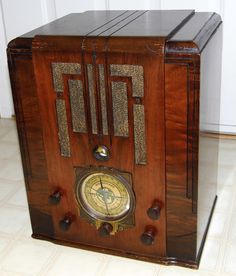 Vintage Silvertone Tombstone Table Radio, Model 1994, Broadcast & 2 Shortwave Bands, 8 Tubes (One Tuning Eye Tube), Wood Cabinet, Sold By Sears, Roebuck & Co., Made In USA, Circa 1935