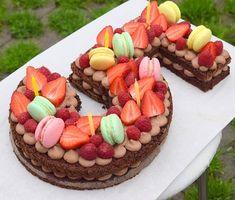 a takhle vypadal dort 😊 #homemade #numbercake #birthdaycake #cakestagram #chocolatecake #macarons #macaronstagram #birthday #bdayboy #5years #instabake #bakingmom #bakingtime #foodie #foodlover #kidsparty #birthdayparty #yummy #peceni #oslavanarozenin #homebaker #homebaked #czech #avecplaisircz Number Cakes, Macarons, Chocolate Cake, Food And Drink, Birthday Cake, Sweets, Homemade, Instagram, Baby