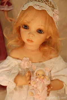 Dolls by Siu Ling Wang - Beautiful face