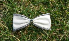 Leather Hair bow Hair clip Real leather bow barrette by Zozelarium Barrette Clip, Bow Hair Clips, Hair Barrettes, Hair Bows, White Leather, Real Leather, Leather Bow, Rock Style, Pin Up