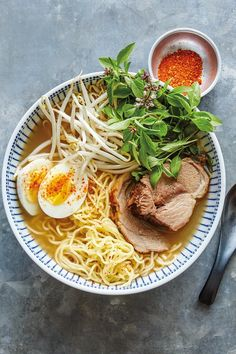 Asian markets grocery stores carry fresh ramen noodles, but you can use dried noodles if you prefer in this pork ramen with bean sprouts recipe. Find shichimi togarashi, a traditional addition to ramen, in Japanese markets or well-stocked grocers. Ramen Recipes, Pork Recipes, Asian Recipes, Healthy Recipes, Skillet Recipes, Chicken Curry, Pork Curry Recipe, Pork Ramen Recipe, Fresh Ramen Noodles