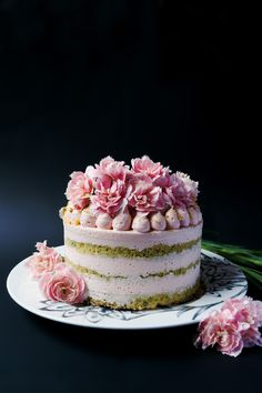 This is heavenly.. Top tier? Naked pistachio cake with white chocolate mousse and white chocolate ganache
