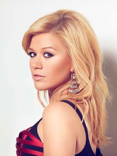 Kelly Clarkson / Jill Greenberg - make up is TO DIE FOR!