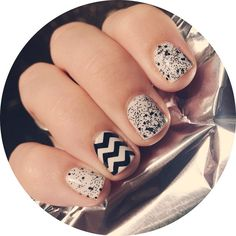 chevron nail accent