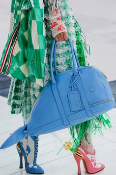 See all the Details photos from Thom Browne Spring/Summer 2019 Ready-To-Wear now on British Vogue Novelty Bags, Stylish Handbags, Unique Purses, Diy Purse, Beautiful Handbags, Cute Bags, Vogue Fashion, Thom Browne, Luxury Bags