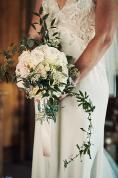 #bridalbouquet by @violamalva  #tuscany #weddinginitaly #floraldecor Photo by www.jules-photographer.com/