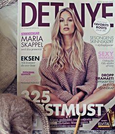 Maria Skappel DET NYE -lehden kannessa. Skappel -neule yllään.  Juttuhan on niin, etten minä ole suinkaan ainoa neuleohjeita jakava…