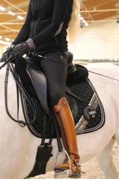 Make a statement with highlighting your tall boots by dressing in monochromatic … - Best Equitation Horse Horse Riding Boots, Riding Hats, Riding Gear, Horse Riding Outfits, Horse Riding Clothes, Cowgirl Boots, Western Boots, Equestrian Boots, Equestrian Outfits