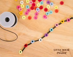 Kids crafts: button bracelet inspired by Little House on the Prairie