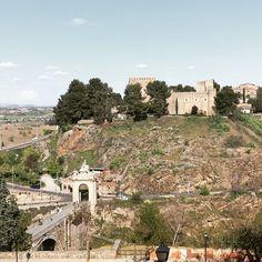 Paisajes de Toledo que siempre impresionan #castillo #puente #todotoledo #guiasoficiales #toledo #toledoturismo #rio #tajo