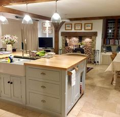 Lighting is an important for neutral kitchen design ideas. That is why you need to know these tips about kitchen lighting. Living Room On A Budget, Kitchen On A Budget, New Kitchen, Kitchen Decor, Kitchen Island, Country Kitchen Diner, Kitchen Ideas, French Kitchen, Living Area