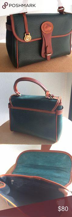 Vintage D&B Hangbag Vintage Dooney & Bourke leather handbag in excellent condition! It is a structured handbag without a shoulder strap. Lovely forest green Vintage Bags Shoulder Bags