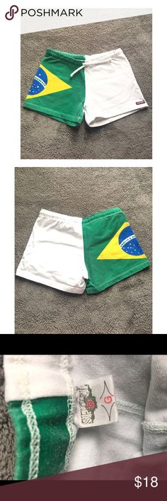 Brazilian short Brazilian short• Brazil 🇧🇷 Flag on one side• White on the other side• It is very stretchy • Let me know if y'all have any questions! Xoxo💕💕💕🇧🇷🇧🇷  PS: The size says G but I'm a small/ medium and it still fits me so it really depends on your body Shorts