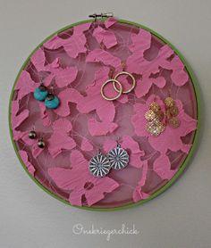 Earring hoop display {Onekriegerchick.com}