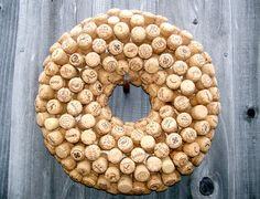 Utilized Wine Corks on the market to be used for craft initiatives like mauve plug wreaths, cork boards, wedding ceremony prefers and a lot more. Wine Cork Wreath, Wine Cork Ornaments, Wine Cork Art, Wine Cork Crafts, Wine Bottle Crafts, Champagne Cork Crafts, Champagne Corks, Wine Cork Projects, Diy Projects