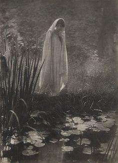 Apparition,1910  E. J. Constant Puyo.