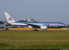 American Airlines Boeing 777-223/ER N791AN wearing the OneWorld livery at Tokyo-Narita, April 2009. (Photo: TokyoSpotter)